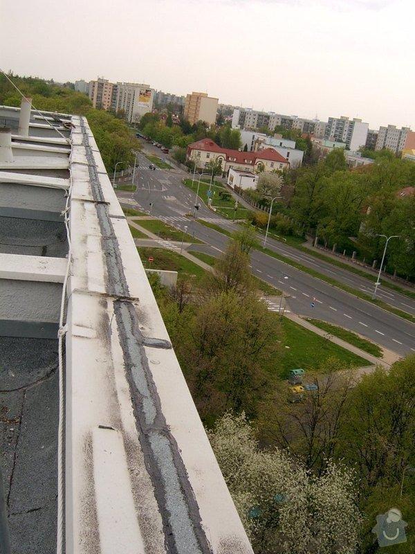 Oprava drobných zatékání ploché střechy - panelový dům: SV400013