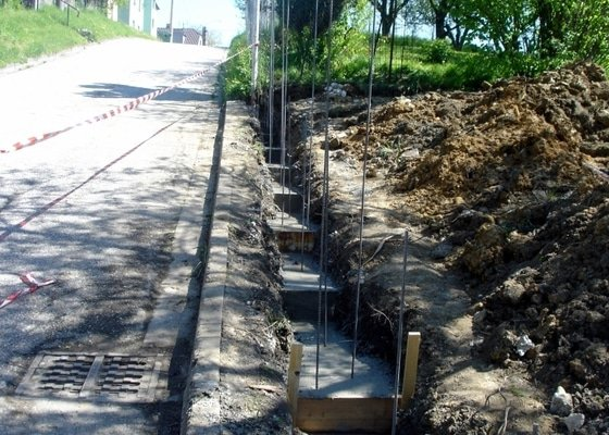 Stavba zděného plotu