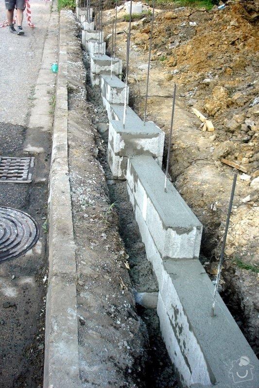 Stavba zděného plotu: DSC08407