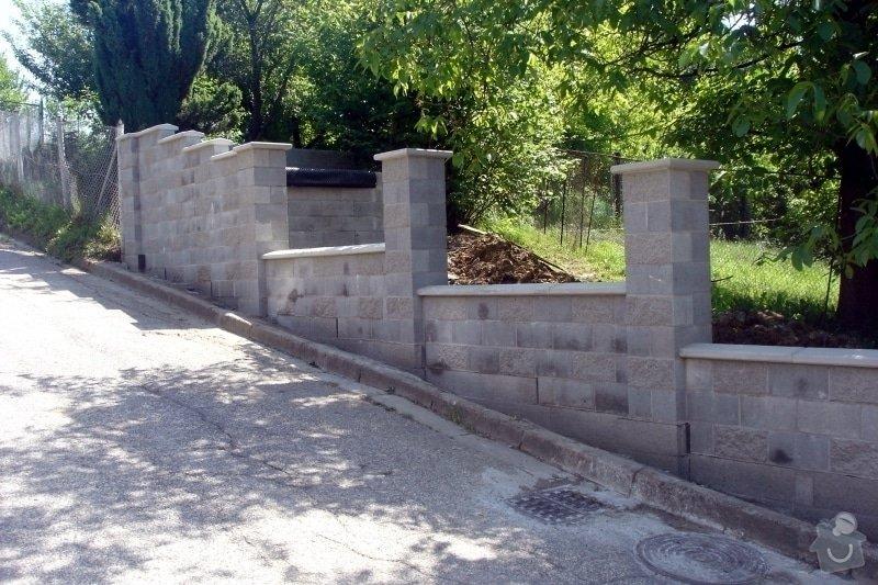 Stavba zděného plotu: DSC08478