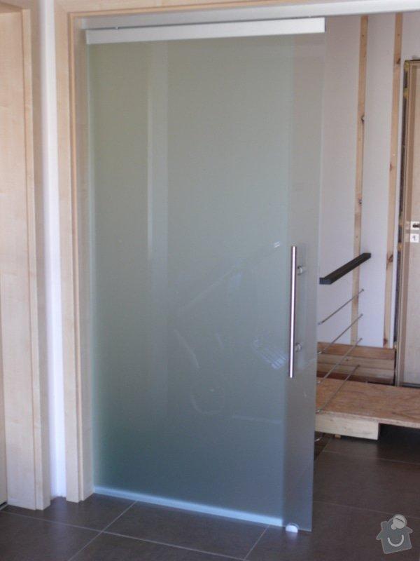 Celoskleněné posuvné dveře se systémem soft stop: P1000221