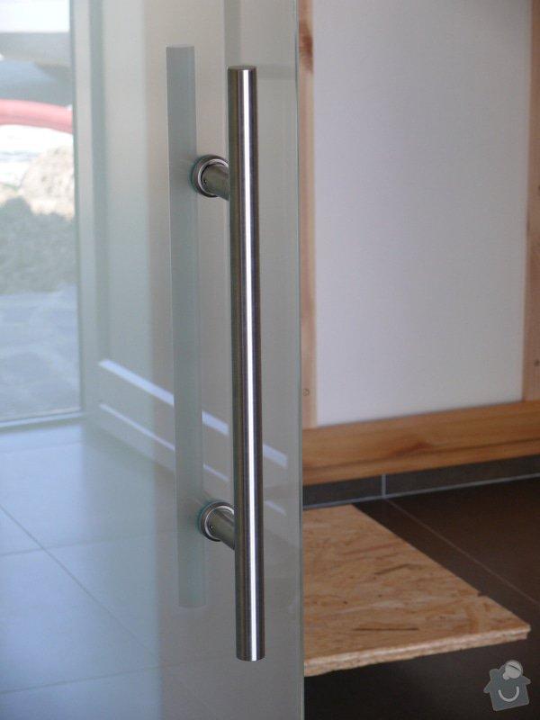 Celoskleněné posuvné dveře se systémem soft stop: P1000217
