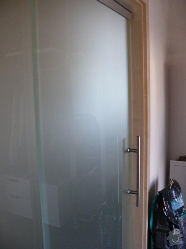 Celoskleněné posuvné dveře se systémem soft stop: P1000218