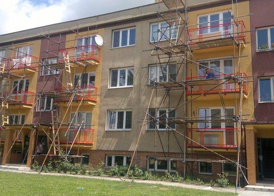 Zasklení balkonů drátěným sklem