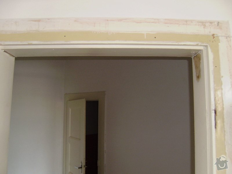 Úprava vstupních dveří do bytu, nové interiérové dveře,- dodávka, montáž, : P6220007