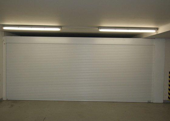 Garážová vrata v podzemní garáži
