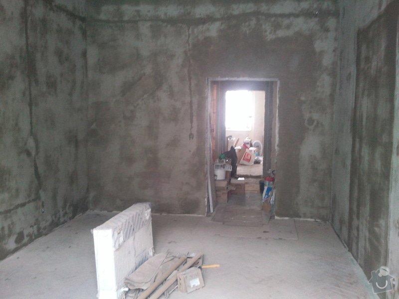 Renovace starých popraskaných omítek, stropů, štukování, 2 místnosti: Fotografie008