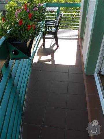 Kompl. rekonstrukce povrchu balkónu ca 8 m2, oprava nátěru kovového zábradlí: celkovy_pohled_na_balkon