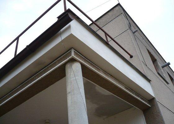 Izolace a pokládka dlažby na terase.