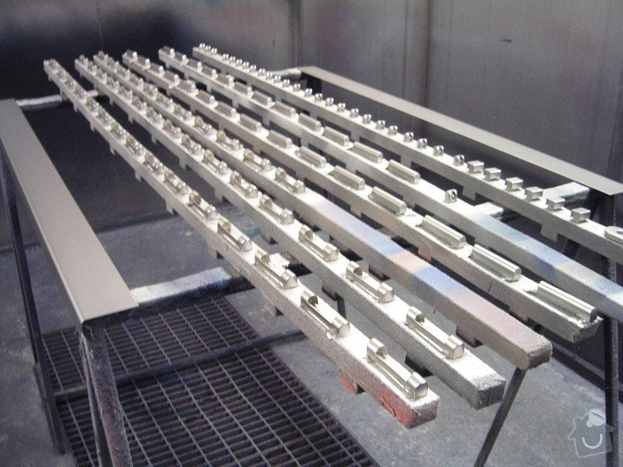 Lakování (nástřik) plastových a kovových dílů: KIF_5622