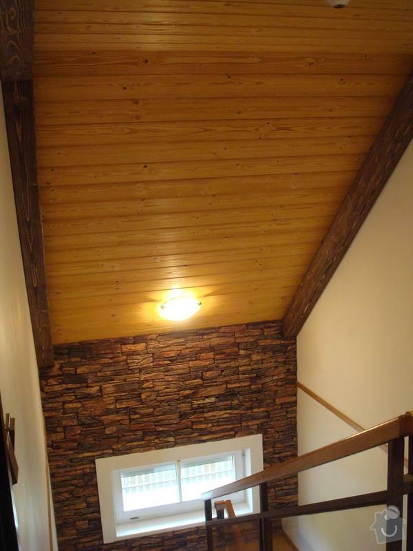 Dodávka a montáž obložení stropu a stěny ložnice: chodba