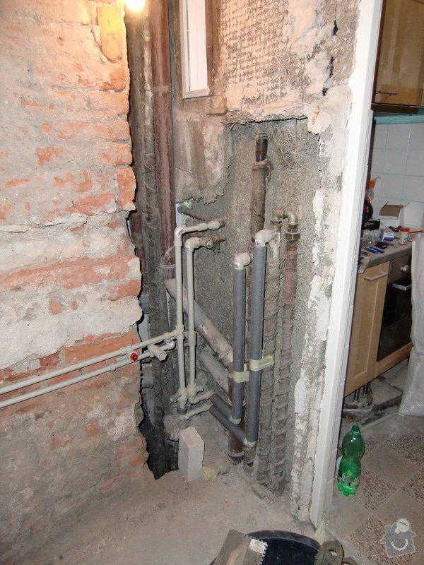 Renovace koupelny: voda_v_plastu