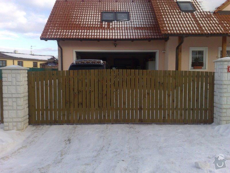 Výroba dřevěného plotu u RD: Poj_brana