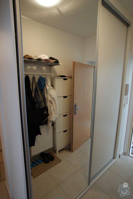 Kuchyňská linka, vestavěná skříň, konferenční stolek: DSC09669