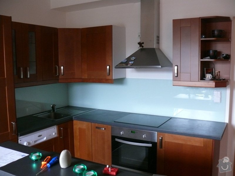 Poptávám dodávku a montáž skla Lacobel do kuchyně: P1000861