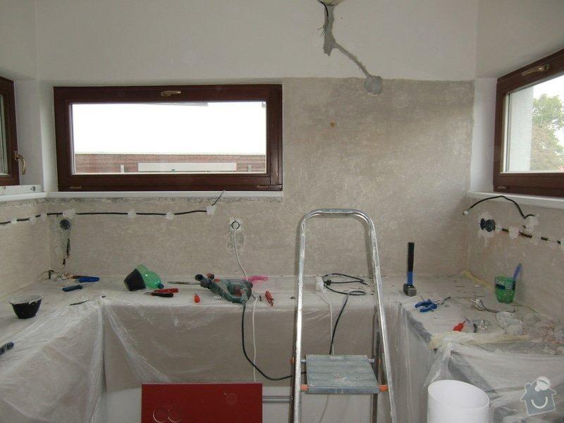 Obklad kuchyně, přesunutí zásuvek a usazení digestoře: oskrabani_malby_penetrace_a_rozvod_elektriny2