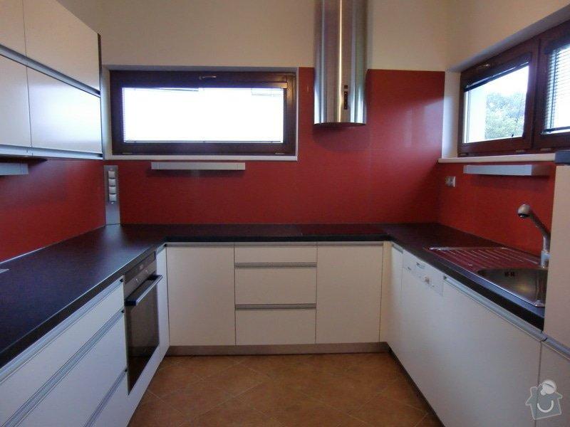 Obklad kuchyně, přesunutí zásuvek a usazení digestoře: finale1
