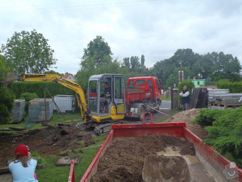 Stavba plotů a podezdívky,pokládka zámkové dlažby: P7220086