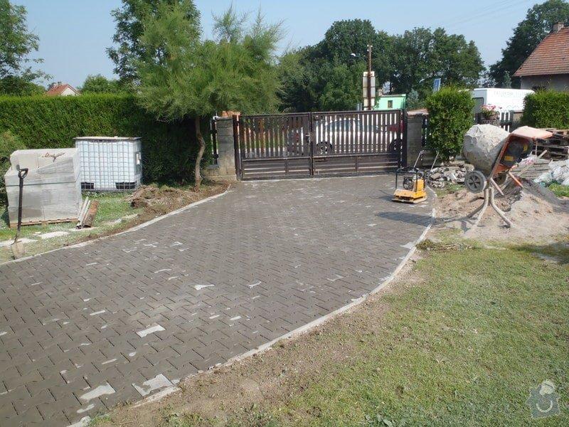 Stavba plotů a podezdívky,pokládka zámkové dlažby: P7280163