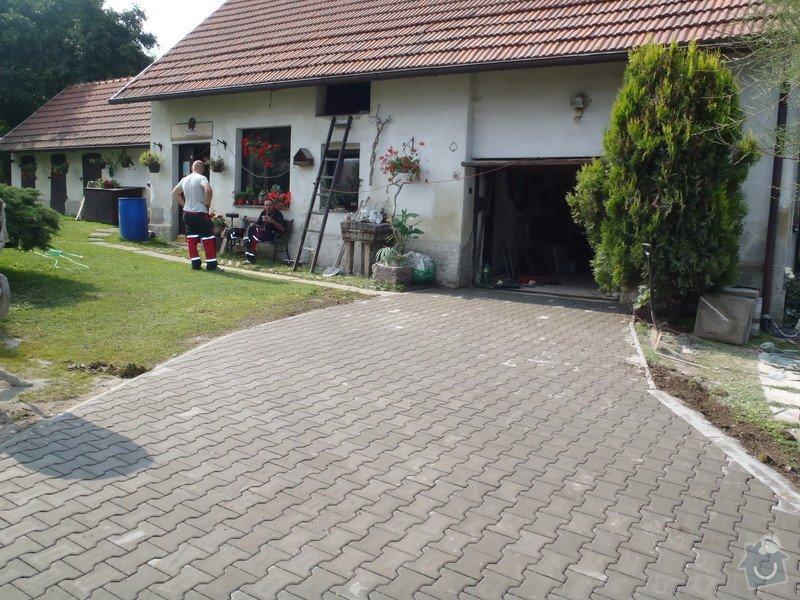 Stavba plotů a podezdívky,pokládka zámkové dlažby: P7280164
