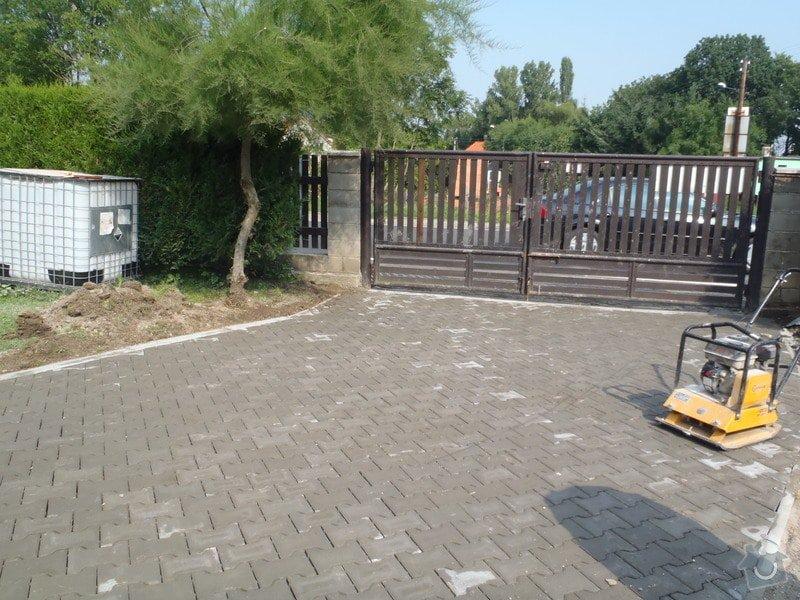 Stavba plotů a podezdívky,pokládka zámkové dlažby: P7280166
