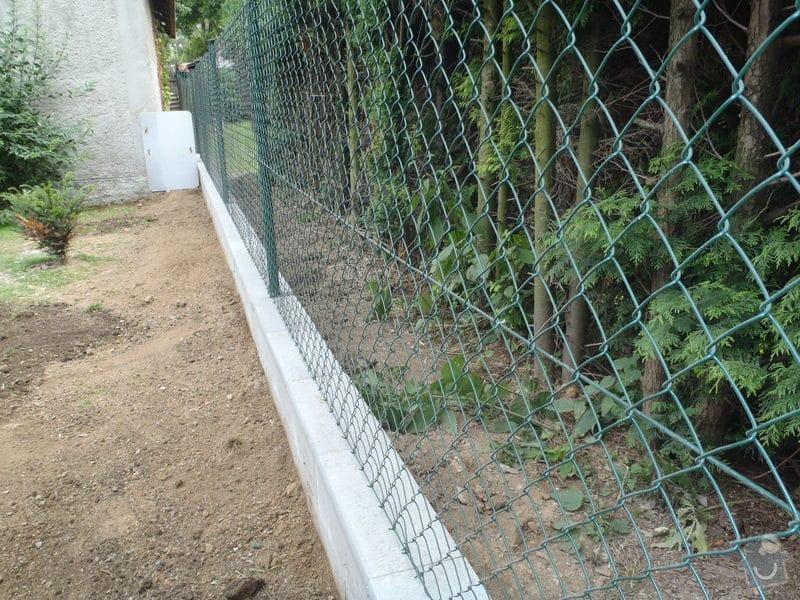 Stavba plotů a podezdívky,pokládka zámkové dlažby: P7280170