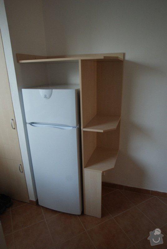 Posltel, skříň do chodby, koupelnová skříň, policová skříň k lednici, věšáková deska.: DSC07865