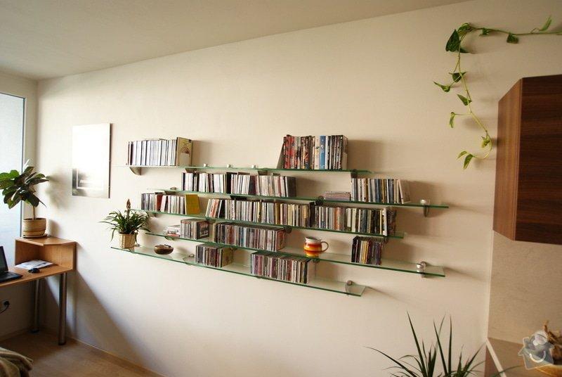 Vestavěná skříň, knihovna, postel, psací stůl, věšáková stěna a další nábytek: DSC00074