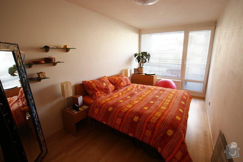 Vestavěná skříň, knihovna, postel, psací stůl, věšáková stěna a další nábytek: DSC00082