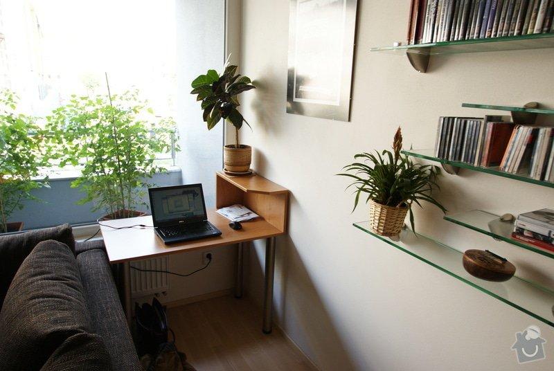 Vestavěná skříň, knihovna, postel, psací stůl, věšáková stěna a další nábytek: DSC00075