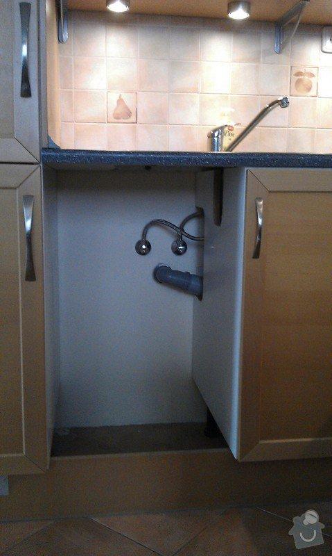 Kuchyň, posunutí přívodu vody : IMAG0878