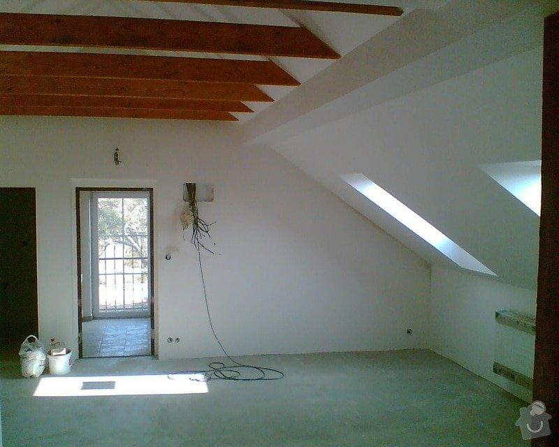 Malování podkrovního bytu včetně nátěru trámů: Obraz008