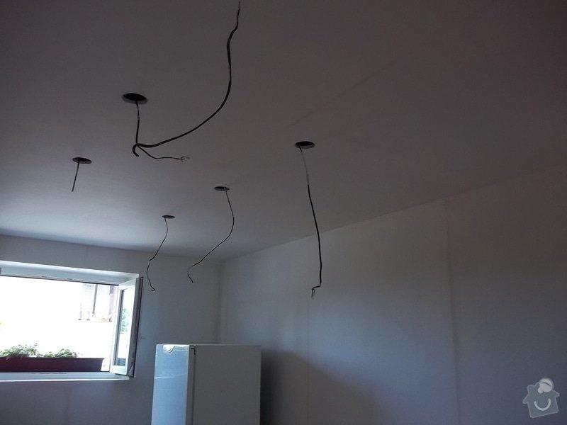 Snížený strop a lepené stěny: 104_0488