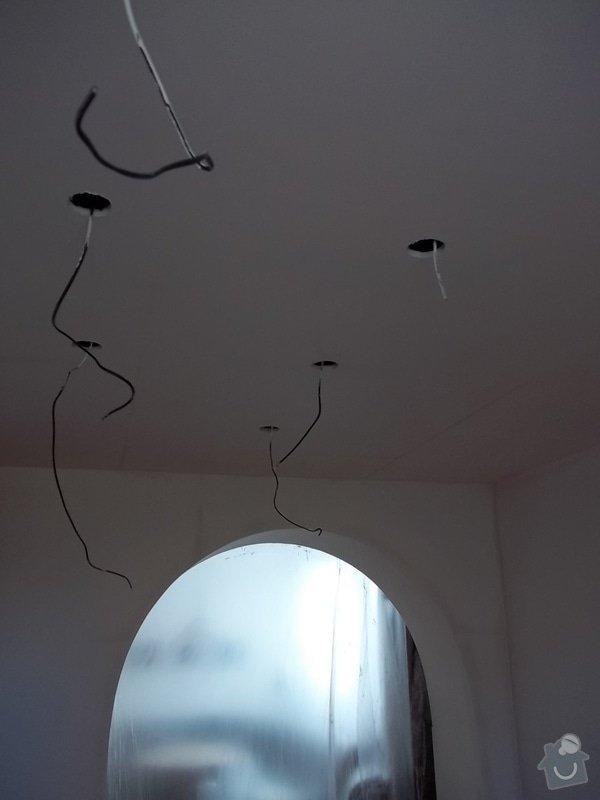 Snížený strop a lepené stěny: 104_0489