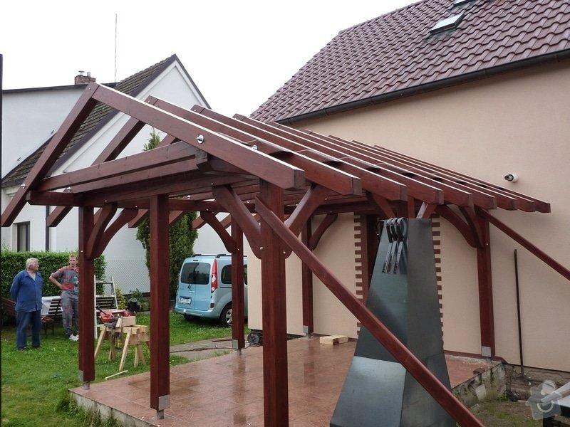 Zahradní pergola před vstupem do domu: FOTO_2011_170
