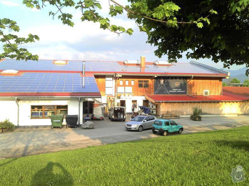 Montáž fotovoltaciké elektrárny v Raublingu: 2011-05-04_18-51-45_767