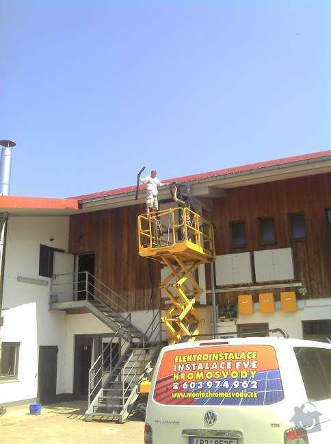 Montáž fotovoltaciké elektrárny v Raublingu: 2011-05-05_14-02-32_670