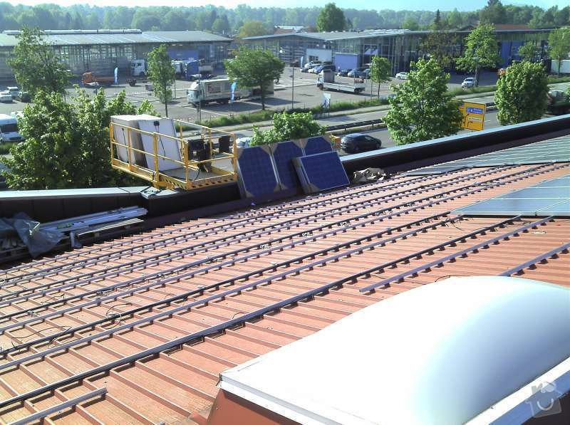 Montáž fotovoltaciké elektrárny v Raublingu: 2011-05-06_08-41-34_601