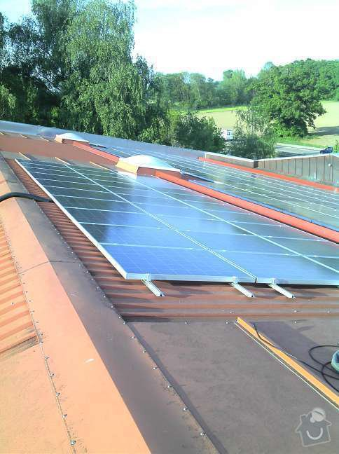 Montáž fotovoltaciké elektrárny v Raublingu: 2011-05-06_18-25-11_168