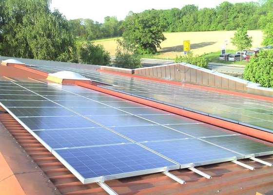 Montáž fotovoltaciké elektrárny v Raublingu