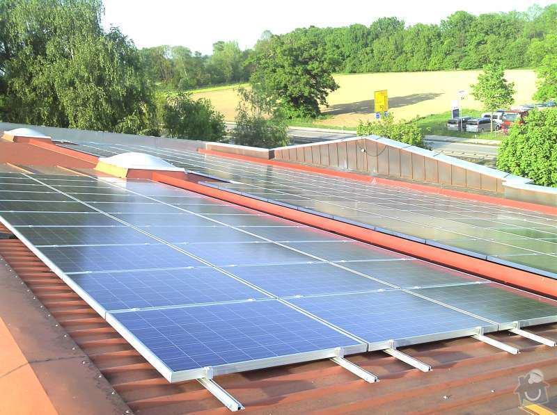 Montáž fotovoltaciké elektrárny v Raublingu: 2011-05-06_18-25-22_239