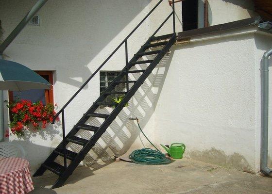Jednoduché venkovní schodiště