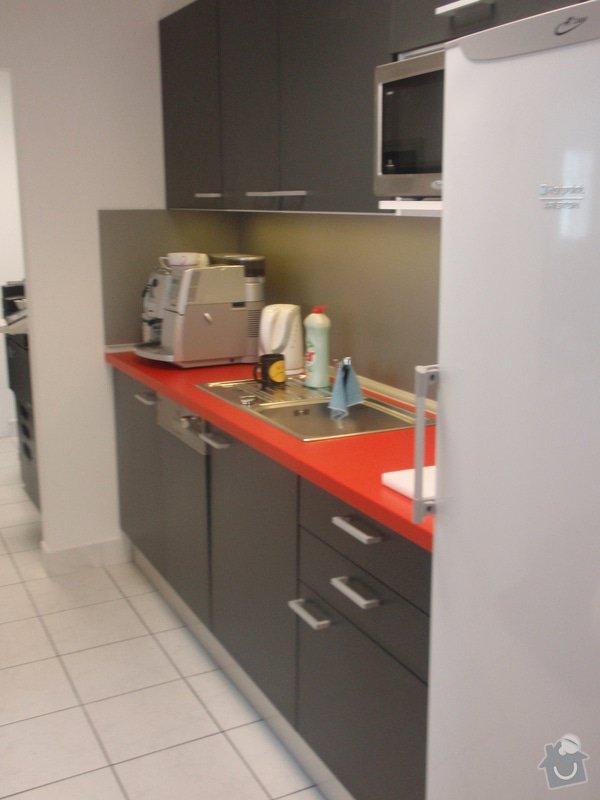 Výroba a montáž kancelářského nábytku + jednacích stolů: P5061543