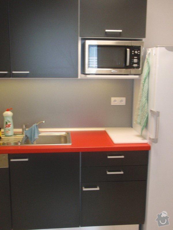 Výroba a montáž kancelářského nábytku + jednacích stolů: P5061544