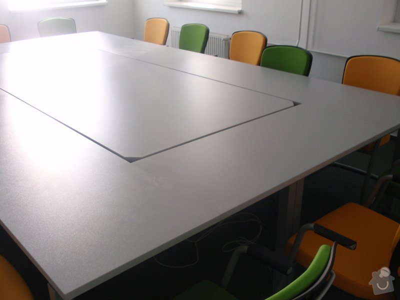 Výroba a montáž kancelářského nábytku + jednacích stolů: P5061547