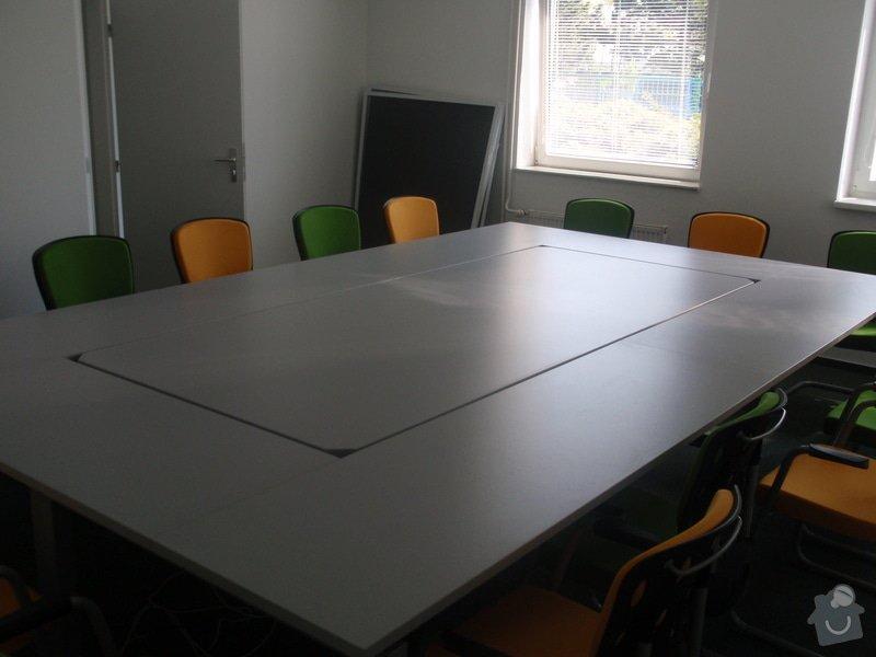 Výroba a montáž kancelářského nábytku + jednacích stolů: P5061548