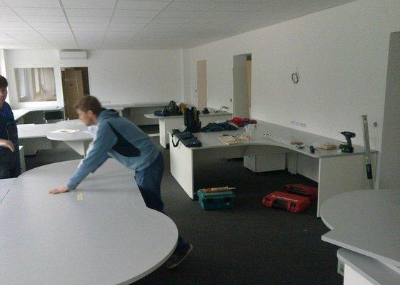 Výroba a montáž kancelářského nábytku + jednacích stolů