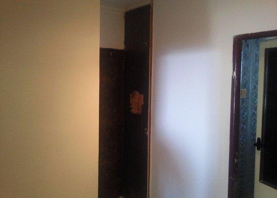 Renovace omítek v kuchyni a na chodbě v panelovém bytě,vyklizení a odvoz starých nepotřebných věcí