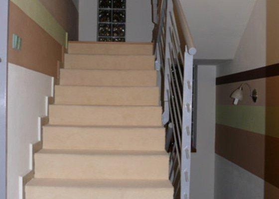 Pokládka koberce na schody