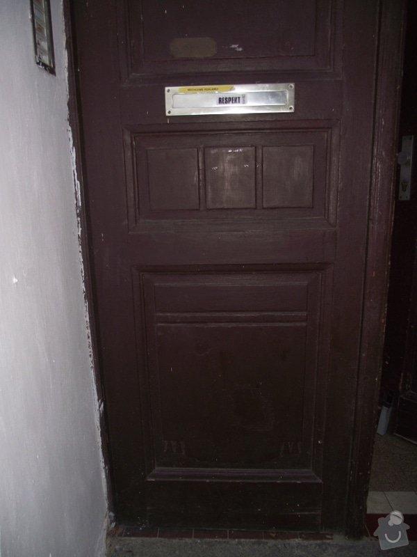 Výroba a instalace 3 dvoukřídlých dveří (replika): do_ulice_detail